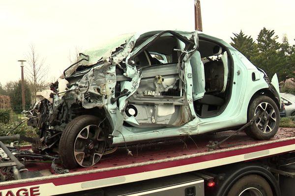 Reste du véhicule percuté ce mercredi 6 janvier à Aytré (17).