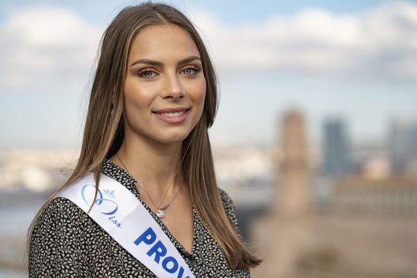 April Benayoum (21 ans) a été élue première dauphine... et a été victime de nombreux messages antisémites et injurieux sur internet.
