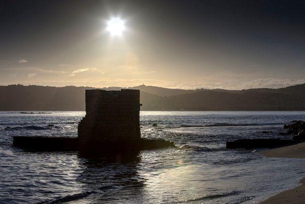 La plage des ondes, près du cap d'Antibes.