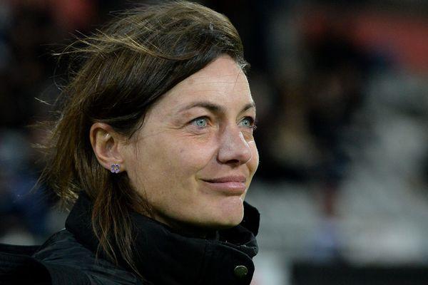 Corinne Diacre, en 2015, alors entraîneur de l'équipe de Clermont Foot