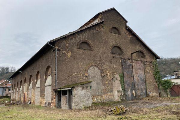 Ancienne halle des fonderies du comte de Saintignon