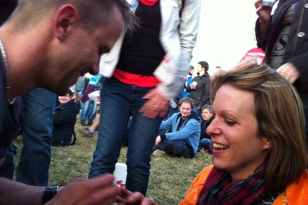 Loïc a fait sa demande en mariage pendant le concert des Bloc Party