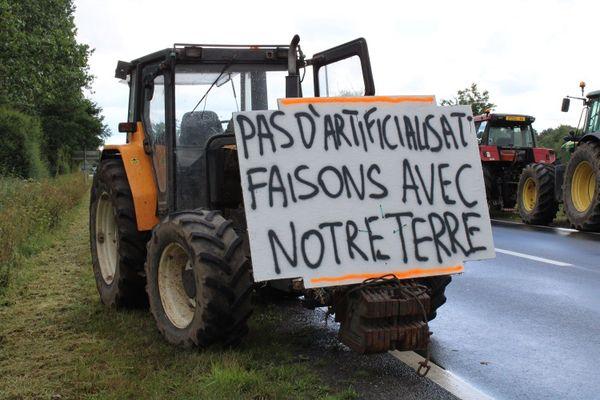 20 tracteurs et une centaine de personnes lors de la journée de mobilisation, le 17 juin 2020