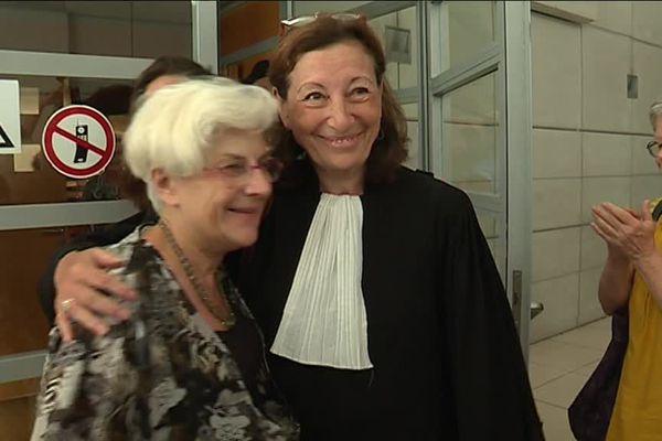 Martine Landry et son avocate Mireille Damiano après l'annonce de la relaxe à Nice en juillet 2018.