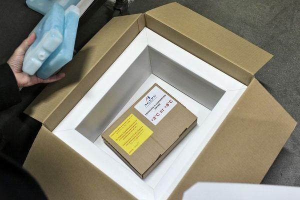 La première dose a été délivrée à une femme de 78 ans à Sevran en Seine-Saint-Denis.