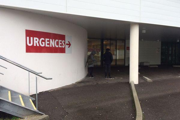 L'entrée des urgences du Centre Hospitalier de Tulle en Corrèze, hôpital où est décédé un homme de 86 ans du Coronavirus, une première en Limousin.