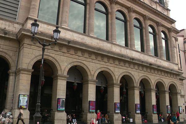 l'Opéra de Lyon vit mal la perte de 500 000 euros de subvention municipale, sur un total de 18 millions d'euros