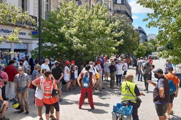 Quelques centaines de manifestants rassemblés place Darcy à Dijon