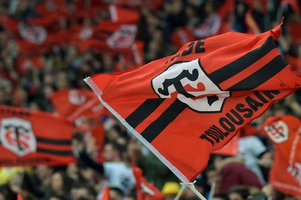 les drapeaux des supporters du Stade Toulousain, au Stade Ernest Wallon.