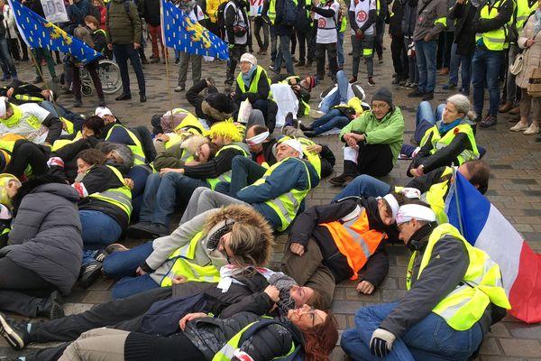 Une marée de blessés à Besançon pour dire non à l'usage des lanceurs de balle de défense