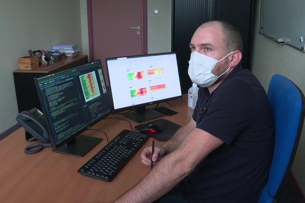 Depuis Avril 2020, Germain Forestier réalise des graphiques sur l'évolution de l'épidémie de Covid-19 en France, des travaux parfois repris par les autorités sanitaires