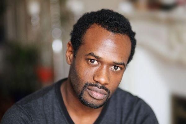 Le comédien guadeloupéen Djédjé Apali a été identifié.