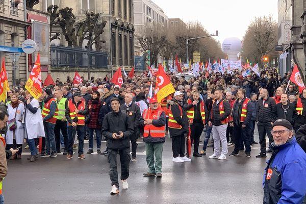 Ce jeudi 9 janvier, journée nationale de mobilisation contre la réforme des retraites, 1700 personnes ont battu le pavé à Reims.