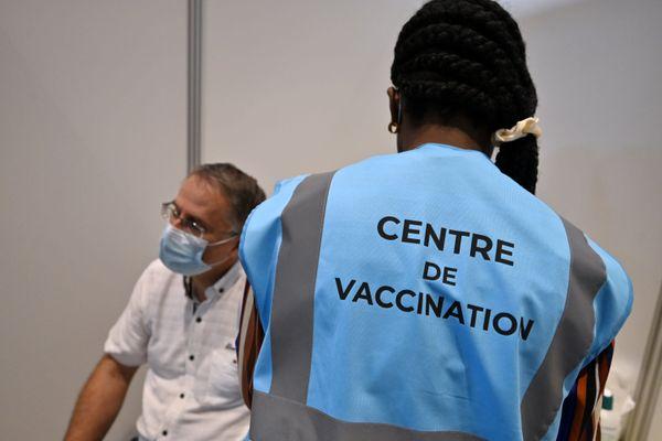L'ARS du Centre-Val de Loire et la Préfecture du Loir-et-Cher en profitent pour rappeler l'importance du dépistage et de la vaccination contre le Covid-19.