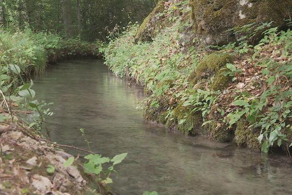 Canal d'arrosage à Braux