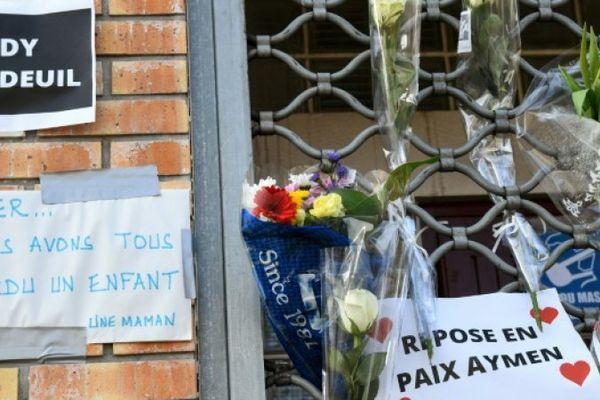 Messages en mémoire de l'adolescent de 15 ans tué à Bondy, le 28 février 2021, deux jours après le drame. ©BERTRAND GUAY, AFP