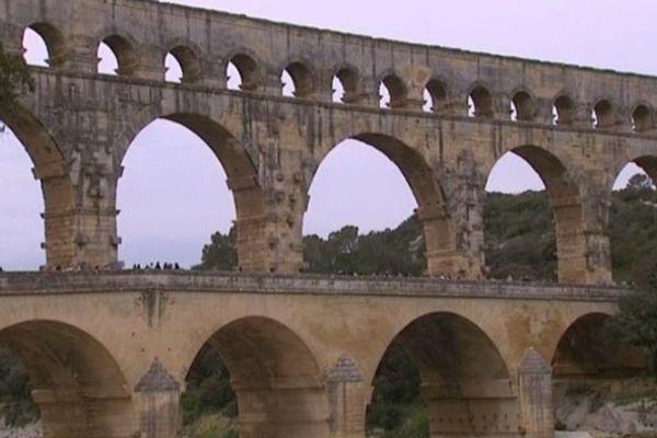 Pour pouvoir admirer l'aqueduc romain du Gard, même les piétons doivent payer.