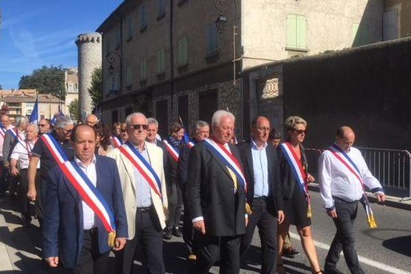Des maires de tous bords réunis pour défendre les services publics dans leurs communes.