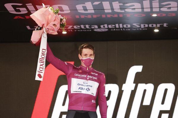 Arnaud Démare, premier du classement par points, remporte le maillot cyclamen sur le Giro 2020