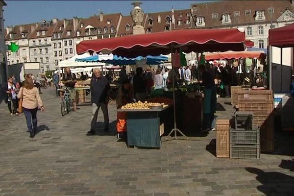 Sur le marché de Besançon, l'attentat de Nice est dans toutes les pensées ce matin