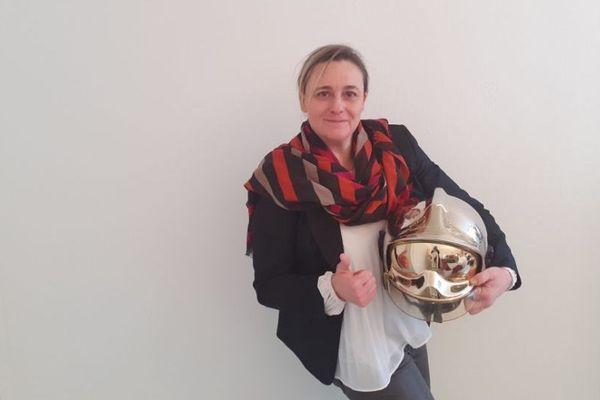 Anne Faure a choisi d'écrire un livre qui raconte sa passion pour le métier de sapeur-pompier.