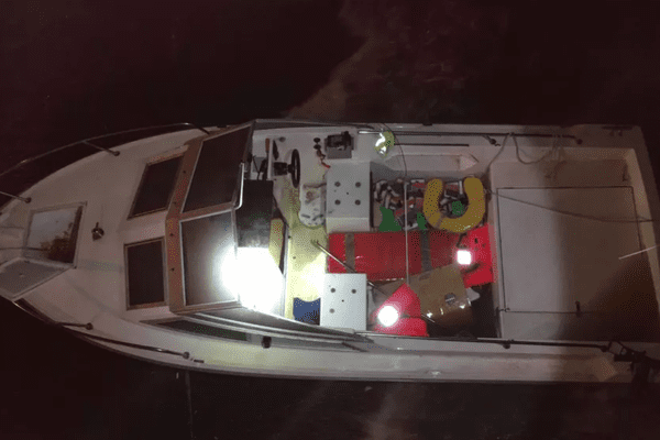 En décembre 2020, douze migrants avaient chaviré sur ce petit bateau à Port-en-Bessin-Huppain.