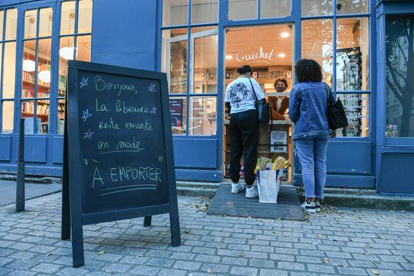 "Une librairie ouverte en mode ""à emporter""."
