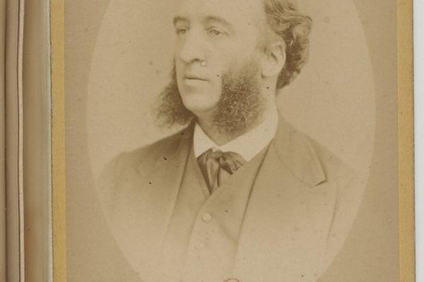 En 1880, Jules Ferry, président du Conseil, remplace le latin, pilier du baccalauréat, par le français.