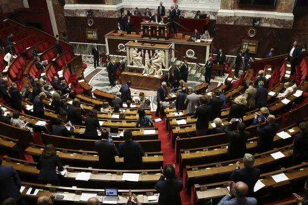 Dernières heures à l'Assemblée Nationale pour les députés avant une pause estivale.