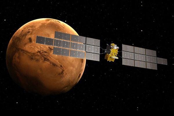 D'une envergure de 40mètres, d'un poids de sixtonnes et d'une hauteur de sixmètres, le vaisseau spatial, recouvert de 144 m² de panneaux solaires, sera fabriqué à Toulouse