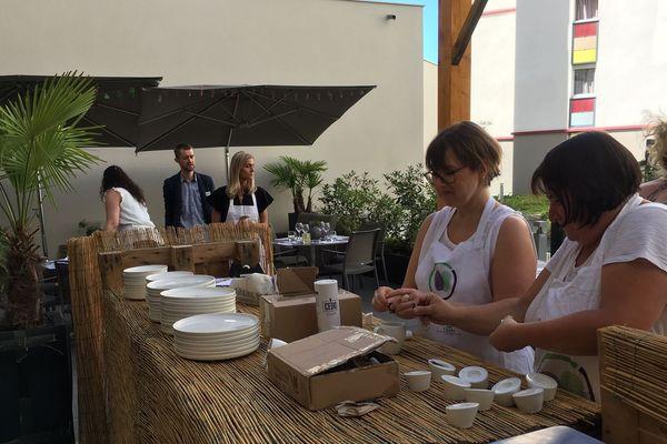 Un restaurant éphémère à Clermont-Ferrand met en relation 11 candidats à l'embauche et 25 chefs d'entreprise.