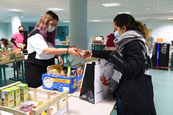 Distribution d'aide alimentaire aux étudiants d'une faculté