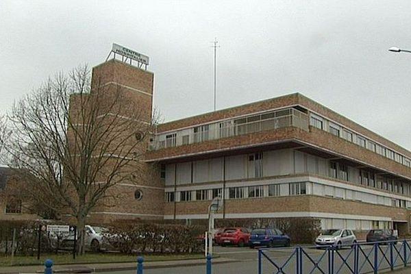 Le personnel de l'hôpital de Saint-Calais est dans l'attente de réponses après le suicide d'un de leur collègue.
