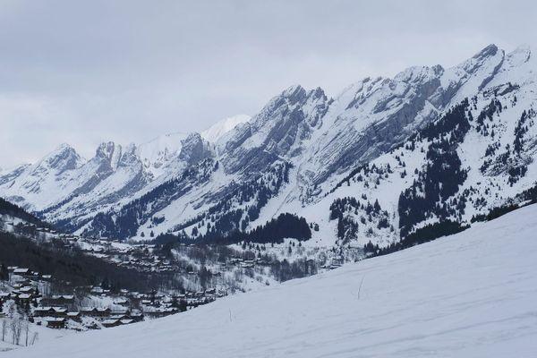 Le risque d'avalanche est marqué dans le massif des Aravis en Haute-Savoie.
