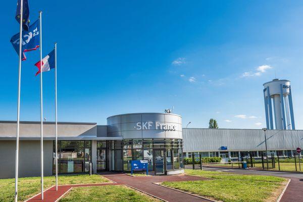 Le site de Saint-Cyr-Sur-Loire, en fonction depuis 1928, fabrique notamment des roulements à billes destinés au secteur de l'automobile.