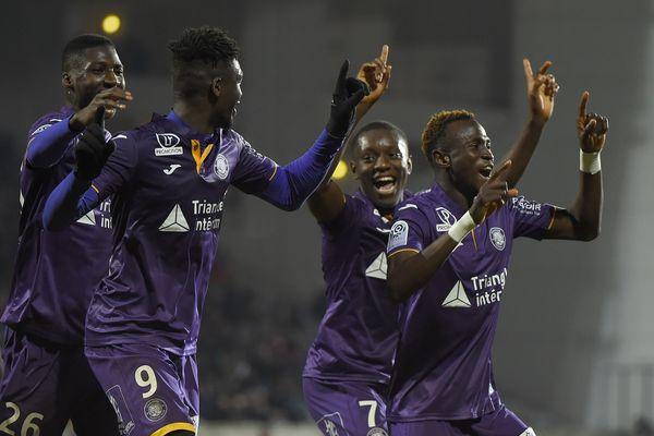 Pour le compte de la 21ème journée de ligue 1, Toulouse s'est imposé à Nîmessamedi soir grâce à un but de Sanogo, peu avant la mi-temps.