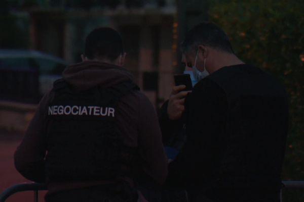 Deux négociateurs sont entrés en contact avec le forcené, retranché à son domicile de Malemort en Corrèze, le 6 novembre2020.