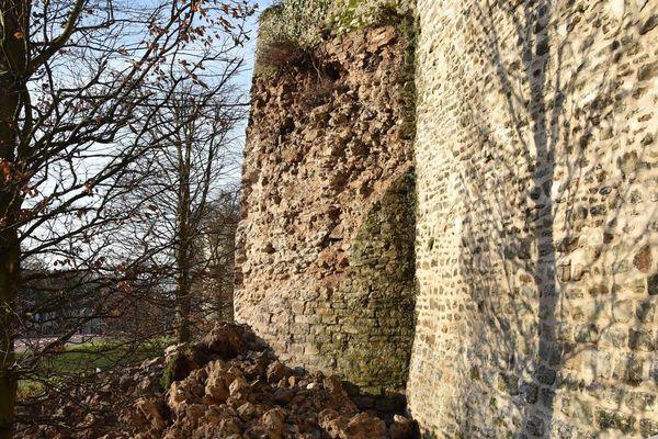 L'éboulement au pied de la tour Andrieu, ce mardi à Boulogne-sur-Mer