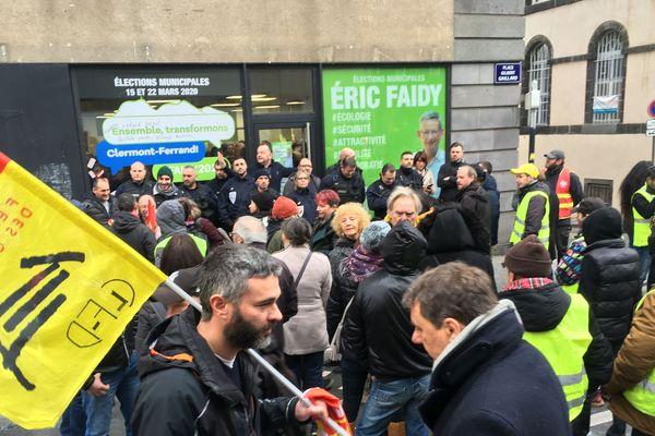 Samedi 11 janvier, des opposants à la réforme des retraites et des Gilets jaunes ont perturbé les voeux d'Eric Faidy, candidat LREM aux élections municipales de Clermont-Ferrand.