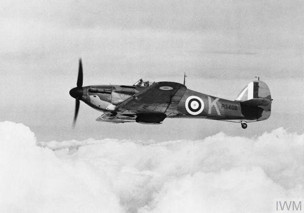 Un Hurricane du 85 Squadron en vol en octobre 1940.