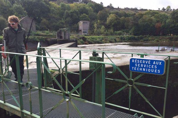 Les vannes du canal de Coatigrac'h (Saint-Coulitz) ont été ouvertes ce 2 octobre pour faciliter la remontée des saumons