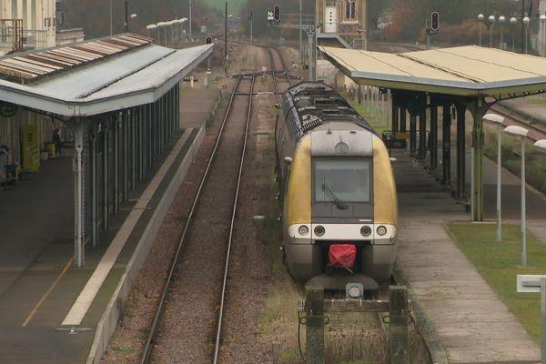 Un TER en gare d'Auxerre Saint-Gervais le dimanche 1er décembre 2019.