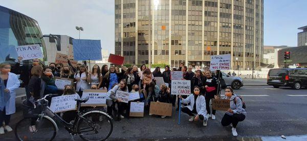 Les sages-femmes du Loiret manifestent jeudi 7 octobre à Montparnasse, à Paris.