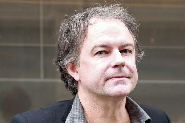 """L'écrivain rennais Yannick Haenel à Paris, suite à l'annonce de son prix Médicis pour son roman """"Tiens ferme ta couronne"""" - 9/11/2017"""
