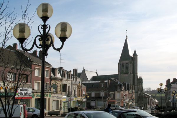 L'église Saint-Sépulcre de Montdidier, vue de la mairie (photo d'illustration).