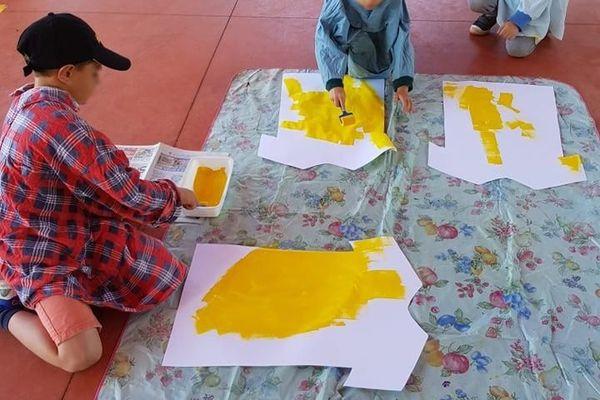 Les enfants de maternelle, CP et CE1 préparent l'arrivée du Tour de France.