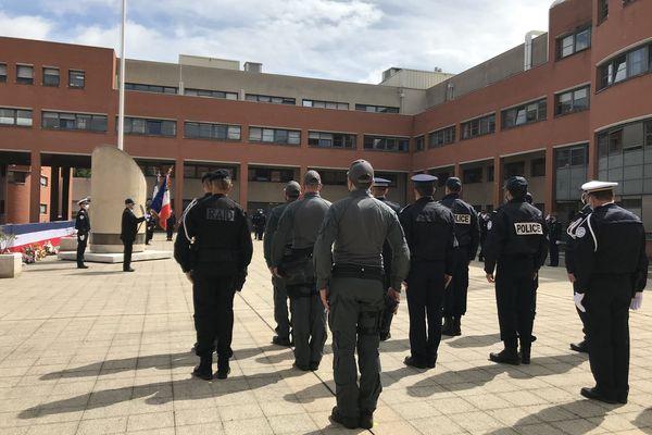 Hommage aux policiers morts pour la France dans la cour du commissariat central de Toulouse.10 mai 2021.