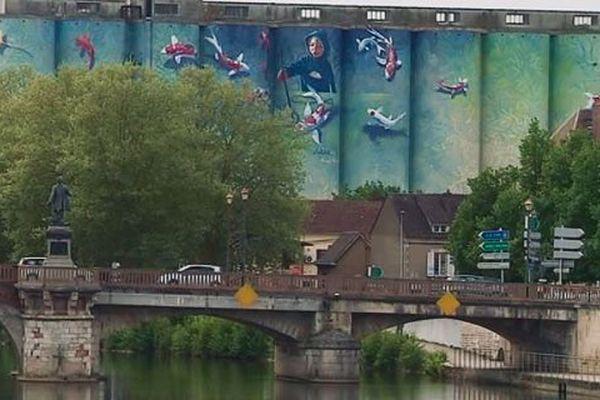 Voilà un bel exemple de fresque monumentale : les silos du Batardeau à Auxerre