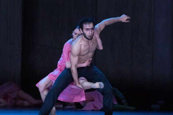 La Bête et la Belle au théâtre du Capitole - Natalia de Froberville (La Belle) et Davit Galstyan (La Bête).