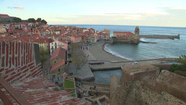 """Adossé à la montagne face à la mer, le port de Collioure n'est pas """"extensible""""."""